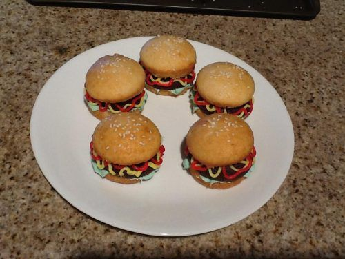Hamburger cupcakes | Cakes and Party Ideas | Pinterest