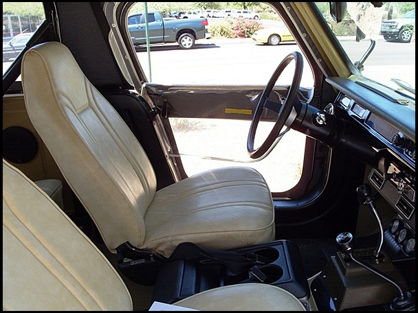 1977 International Scout SSII interior.