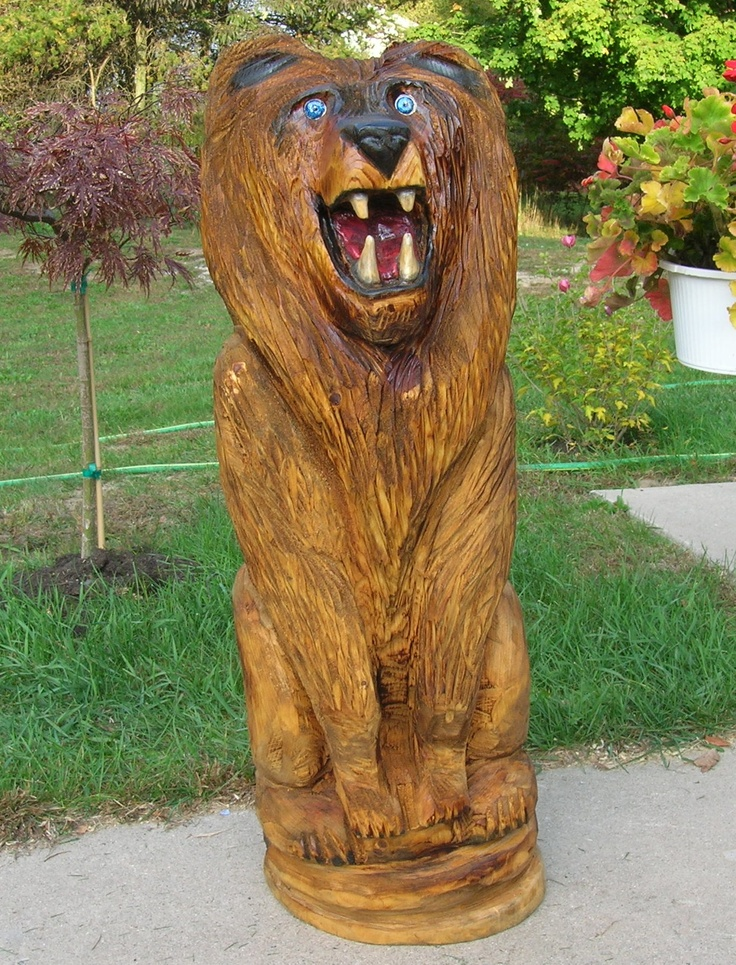 Chainsaw carved lion art wood carvings