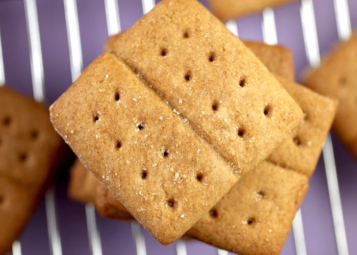 Homemade Graham Crackers... I need to make these to go with my husband ...
