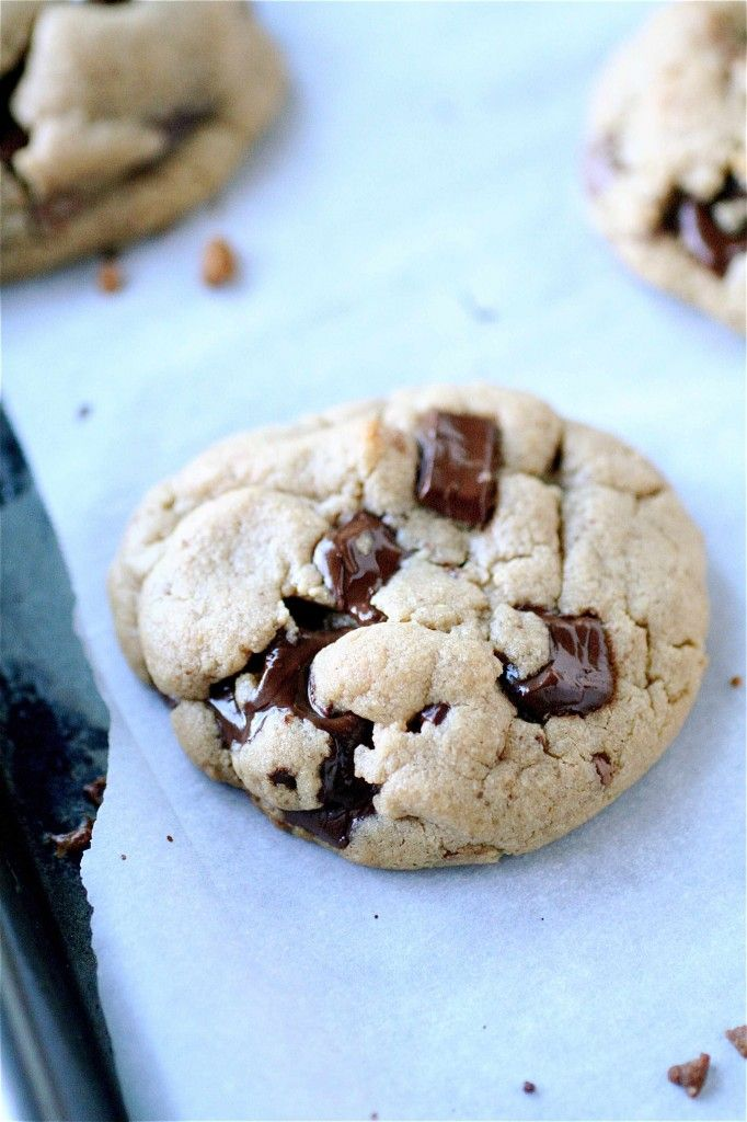 Peanut Butter Chocolate Chunk Reeses Cup Cookies | The Curvy Carrot ...
