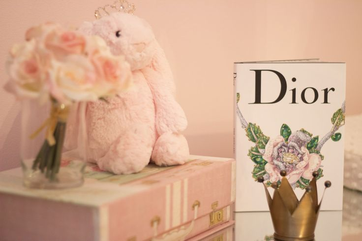 Pretty in Pink - these #nursery accents add a feminine touch in this pink baby room.