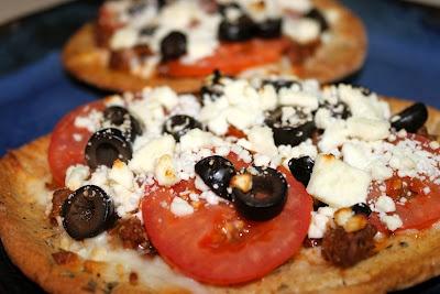 Greek Pita Pizzas - loved them!! | FoOoOoD | Pinterest