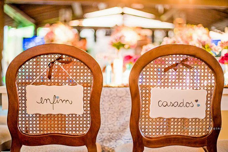 Plaquinha na cadeira dos noivos! ♥ Podem ser personalizados com os nomes, sobrenomes, frases...