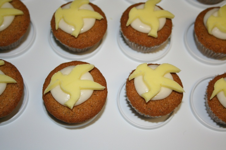 cupcakes for The Hunger Games! Chamomile cupcakes with honey ...