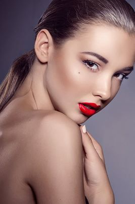 contour & red lips