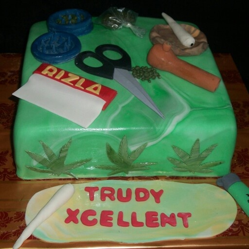 weed design cakes