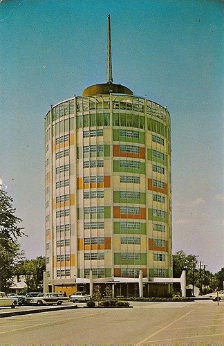 Gabe's Inn - Owensboro, Kentucky -- Built in 1963, this round hotel features an awesome use of staggered color.