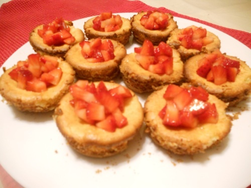 Mini Cheesecakes with Strawberries | Keep Calm and Bake On! | Pintere ...