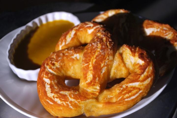 Gluten free soft pretzel | Try It Gluten Free | Pinterest