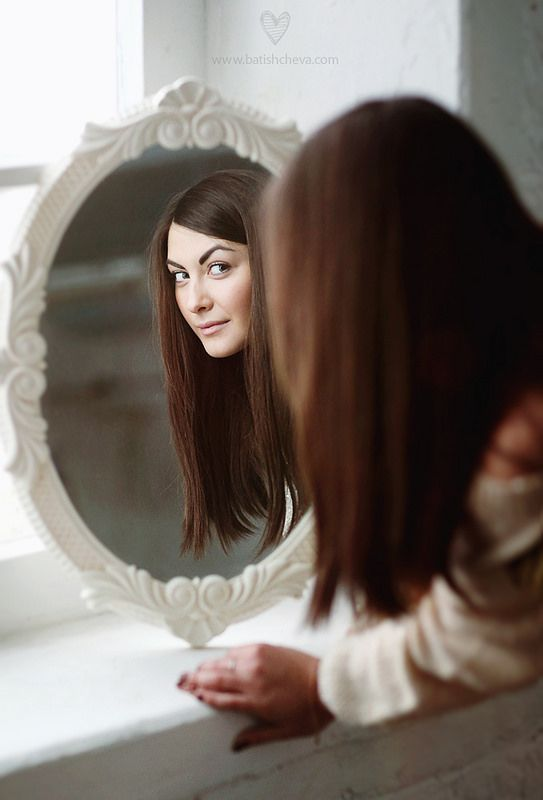Pretty girl at the mirror fashion and beauty pinterest for Mirror 7th girl
