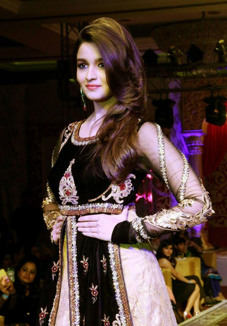 Alia bhatt in white frock