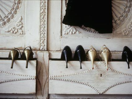If you have some beautiful heels, you could store them like this, in drawers with the heel peeking out.