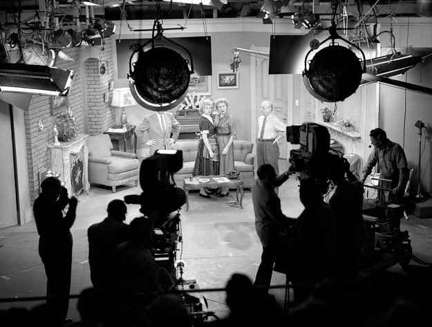21 wonderful behind the scenes photos of i love lucy for The apartment cast