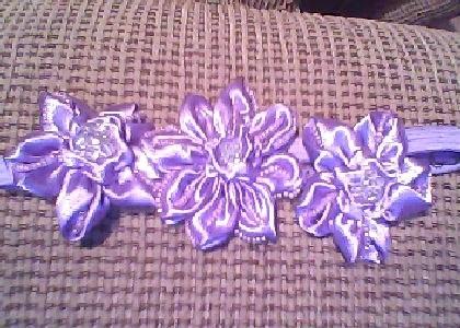 liga 3 flores bordadas