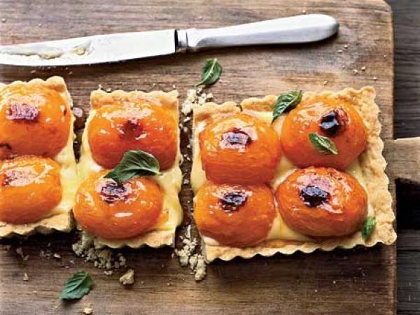 Apricot-and-Basil Shortbread Tart Recipe| http://aol.it/1g1KOHl
