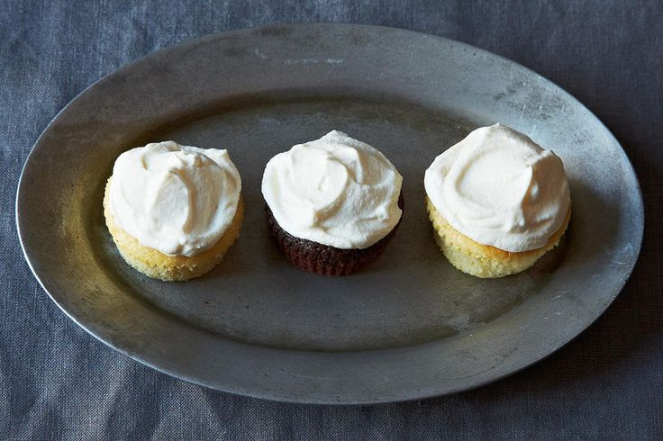 Cream Cheese Buttercream Frosting (12 oz cream cheese to 7 oz butter ...