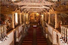 """18 – Los altares son todos tallados y cubiertos de pan de oro""""."""