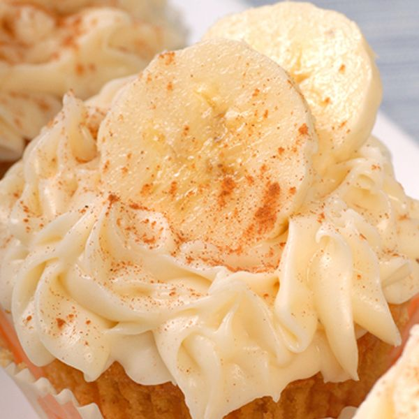 An easy banana muffin recipe.. Easy Banana Muffins with Cream Cheese ...