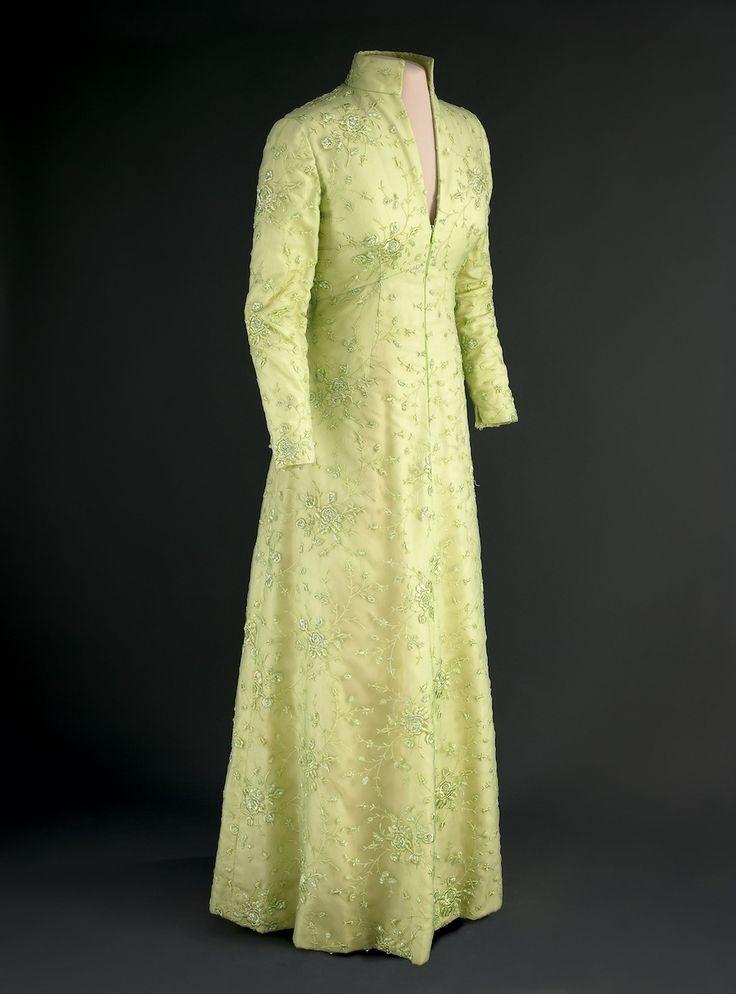 Nancy reagan inaugural gown