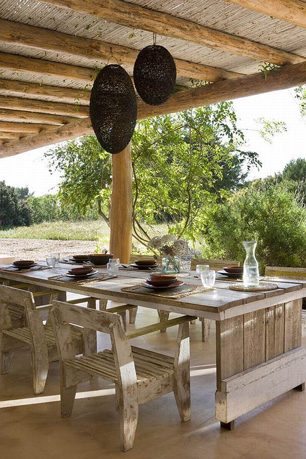 Mesa y sillas hechas con madera reciclada...resultado rústico espectacular!