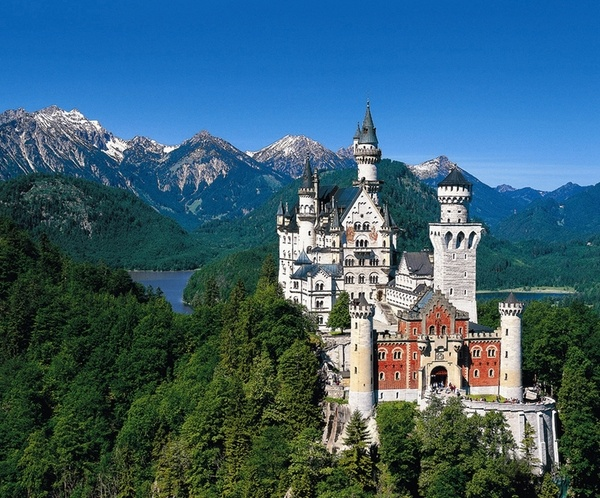 Castle Neuschwanstein In Germany ~  I was lucky enough to visit here with Yvonne and JR.  Loved it! travel-destinations-past-or-future