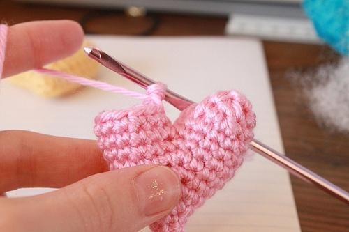 Crochet Tutorial Heart : Crochet Hearts
