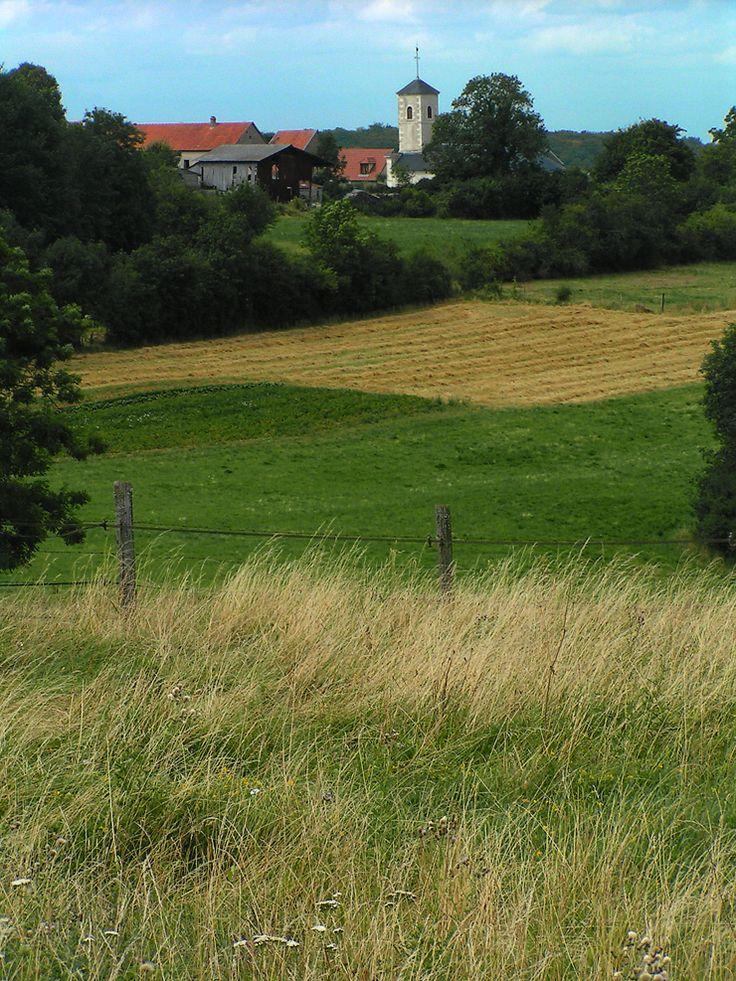 village typique dans la campagne de France