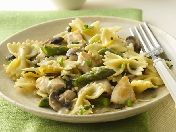 bow tie pasta with chicken and asparagus.