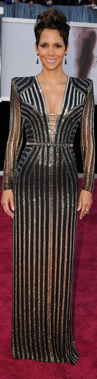 STUNNING Halle Berry in Versace for 2013 Oscar Red Carpet