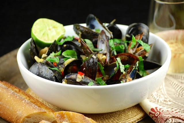 Coconut curry mussels | Food- Yum | Pinterest