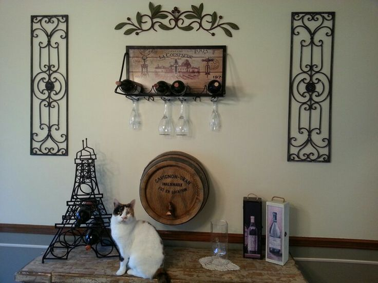 Wine decor in dining room favorite places spaces for Wine wall art decorating dining room
