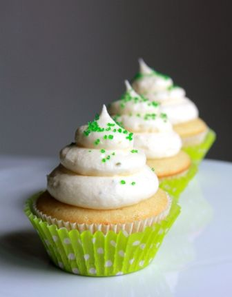 Margarita Cupcakes with Lime Cream Cheese Icing | foodgio