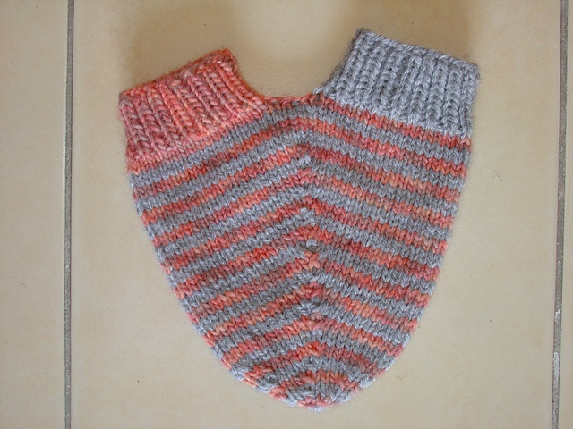 Knitting Pattern For Hand Holding Mittens : Pin by Lis Bj?rnsgaard on knitting mittens Pinterest