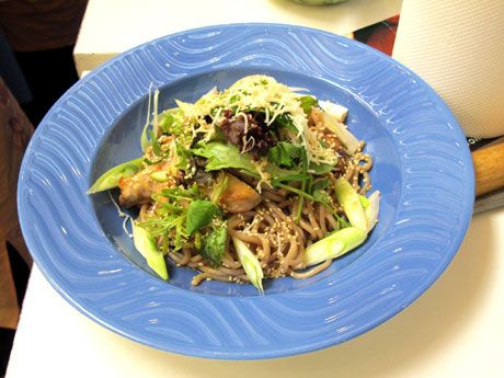 Vemale.com: Soba Noodle Salad With Grilled Chicken & Spicy Japanese ...