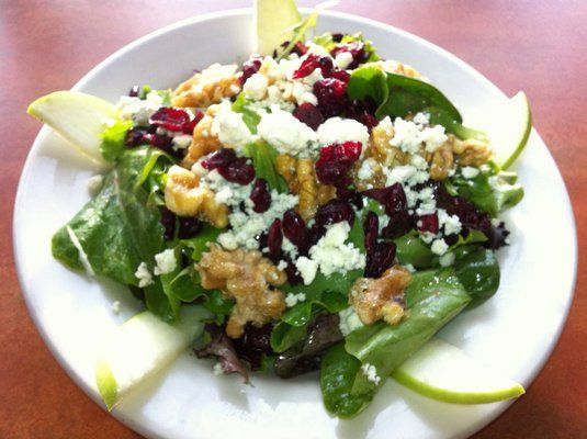 Raspberry Gorgonzola Salad with Honey Candied Walnuts, Sliced Apples ...
