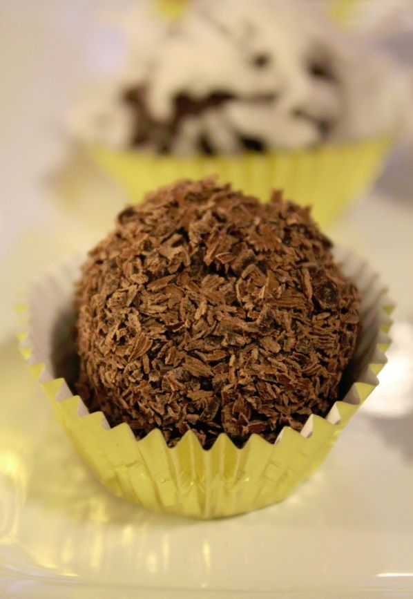 Seriously easy Chocolate Truffle Recipe perfect for the holidays! # ...