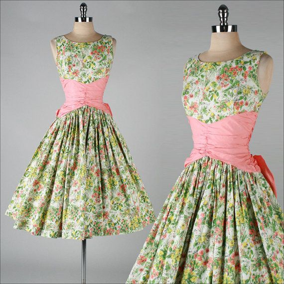 vintage 1950s dress . cotton floral . shirred waist . 3532