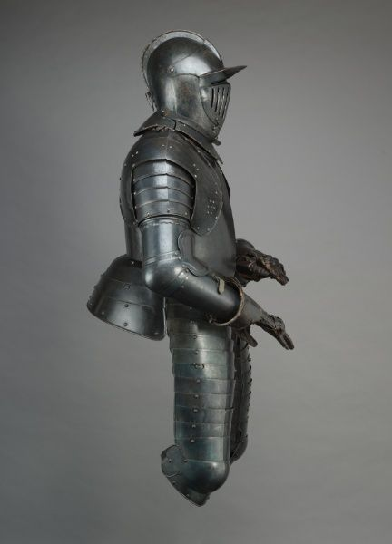 Cuirassier's Armor, early 1600s                                                Austria, early 17th century