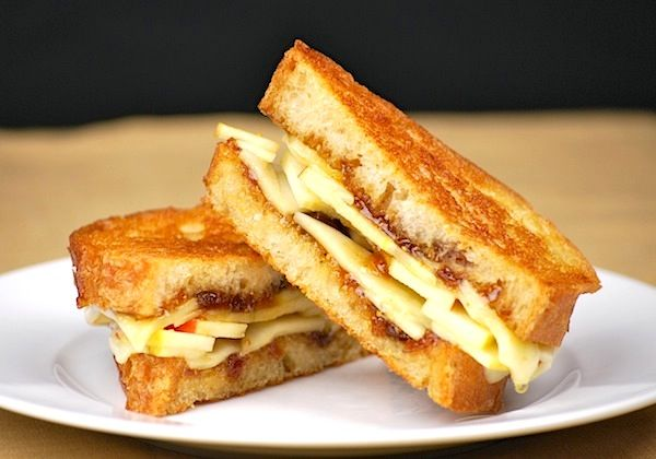 Apple, fig and Gruyere grilled cheese sandwich recipe
