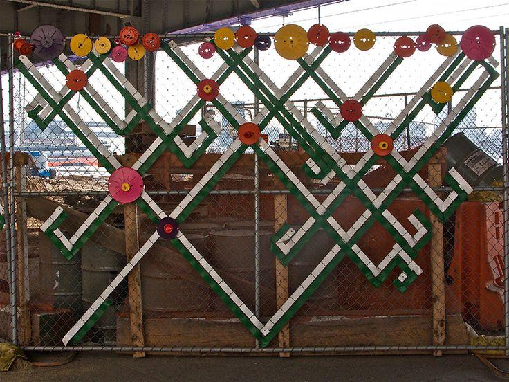6 decorated chain link fences. Black Bedroom Furniture Sets. Home Design Ideas