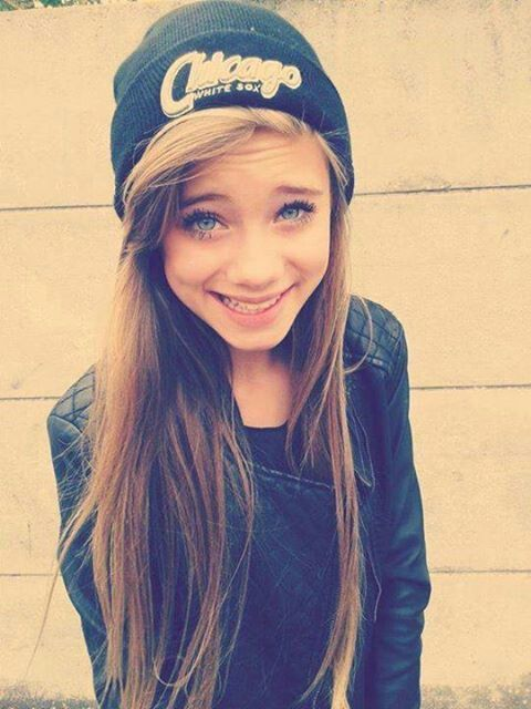 Blue eyes brown hair cute girl   things   Pinterest
