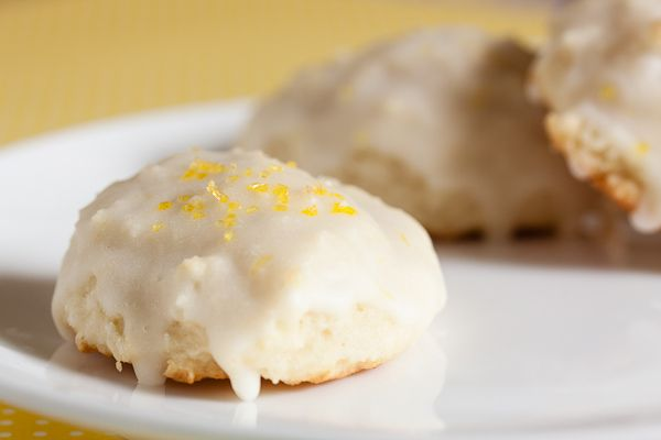These lemon glazed ricotta cookies are fluffy little bite-sized ...
