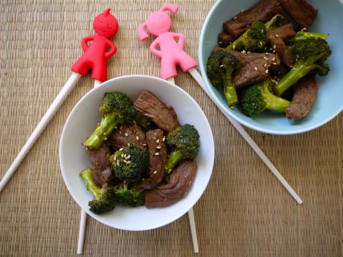 Beef and Broccoli Stir Fry from Weelicious (http://punchfork.com/recipe/Beef-and-Broccoli-Stir-Fry-Weelicious)