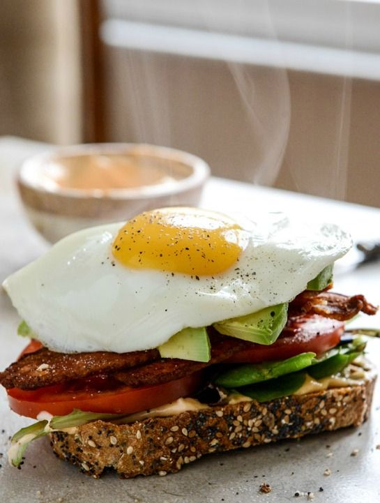 Avocado BLT's with Spicy Mayo and Fried Eggs I howsweeteats.com