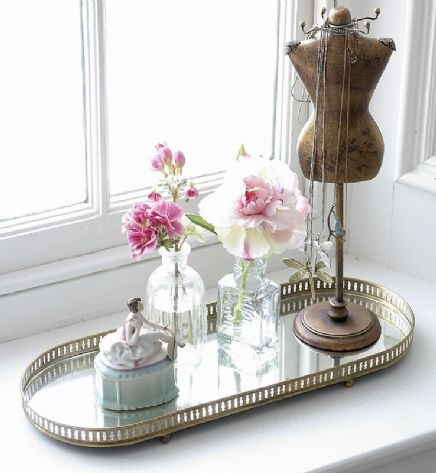 Nice windowsill decoration for bedroom.