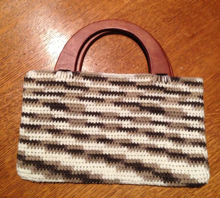 Crochet purse with wooden handles. Crochet Ideas Pinterest