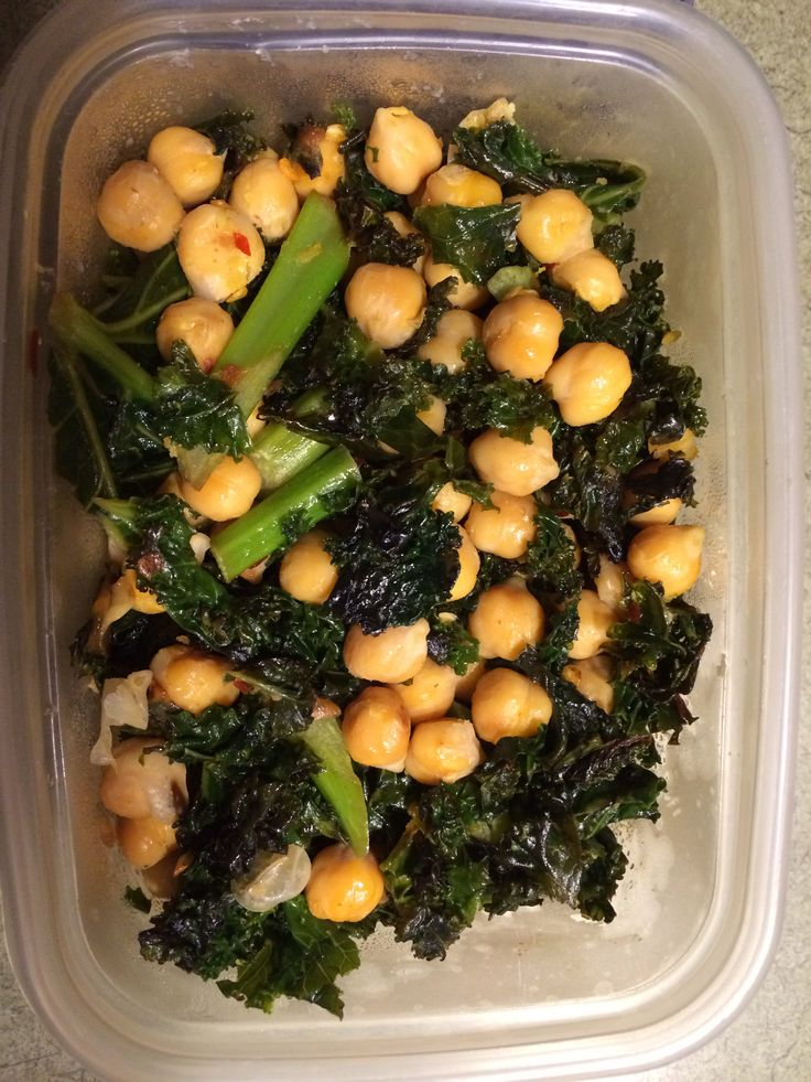 Spicy Sautéed Kale & Chickpeas Recipe courtesy of my cousin Cara!