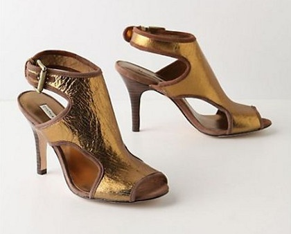 Gold high heel shoes from Anthropology: www.anthropology.eu