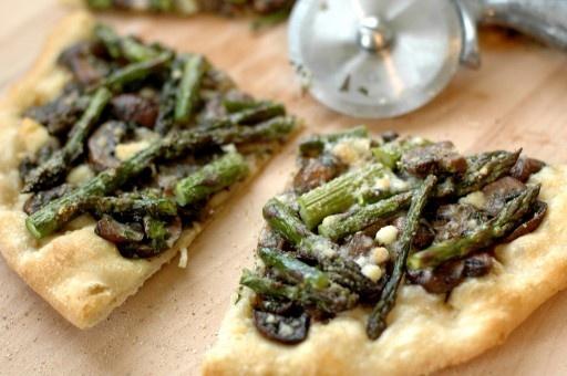 Mushroom & Asparagus Pizza, mmmm!
